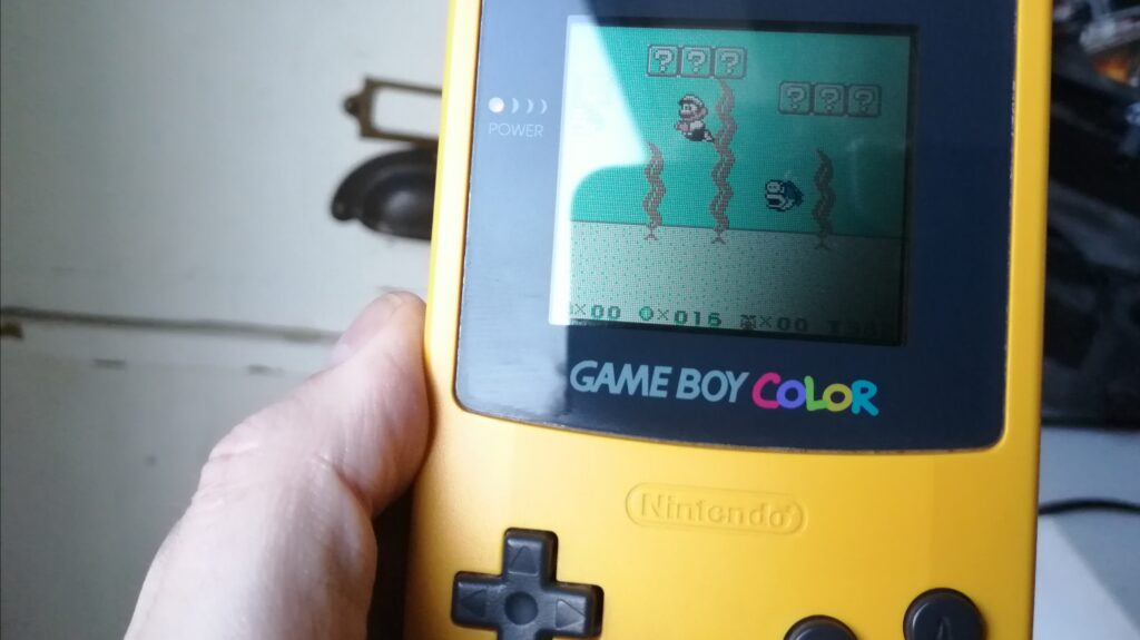 ouwe gameboy color met mario game