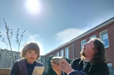 retrogamepapa en wolf in de zon handheld consoles spelen